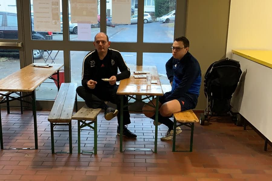 Schiedsrichter Michael Huckels und Lukas Heep